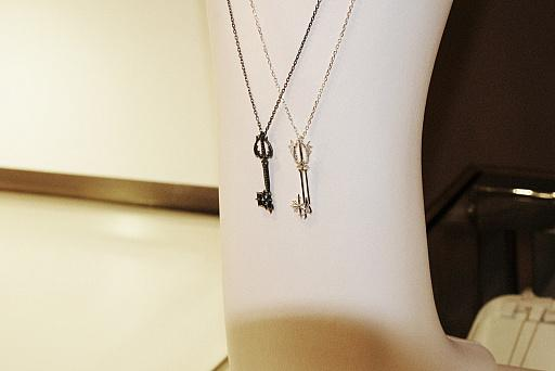 Kingdom Hearts Oathkeeper & Oblivion necklaces 10